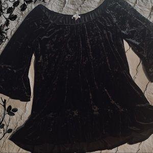 Black velvet blouse 🖤 goth vibes